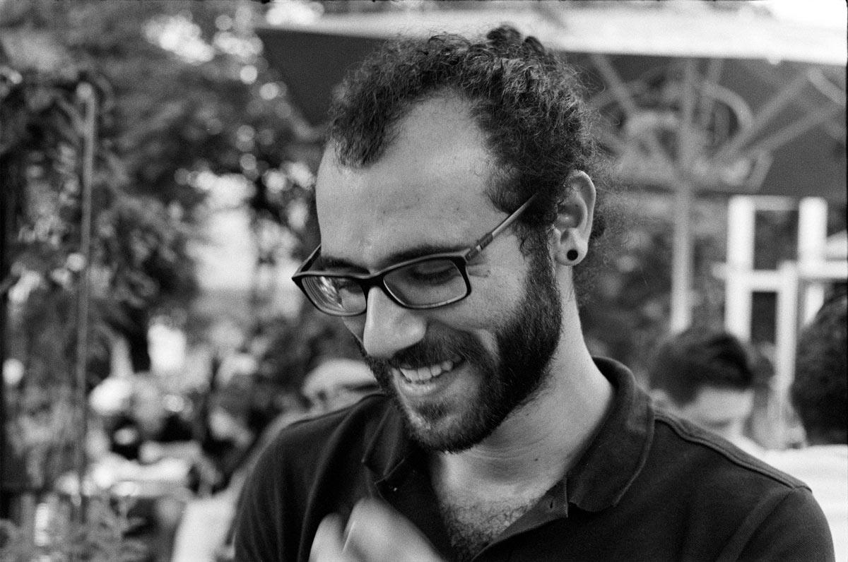 Ramy Syriani ist 1992 in Damaskus (Syrien) geboren.