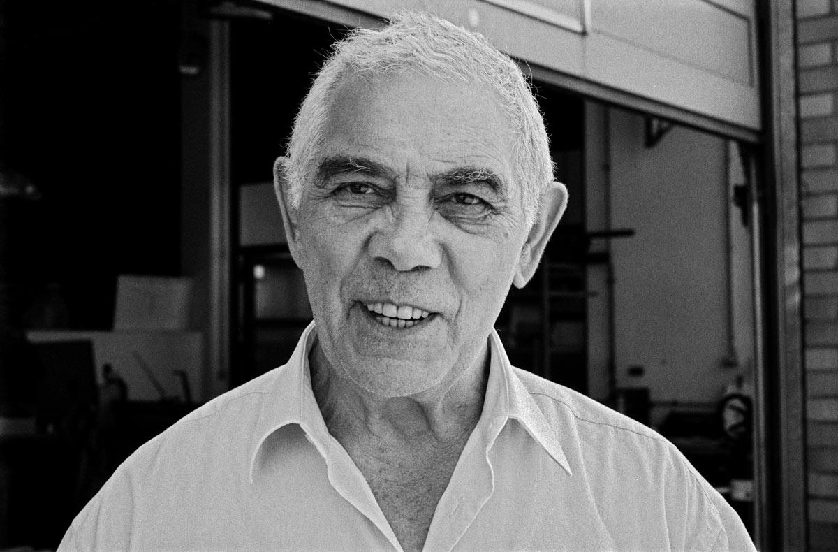 Avraham Kotljar wurde 1939 in Taschkent, Usbekistan geboren. Sein Vater ist als Soldat der Roten Armee im Zweiten Weltkrieg gefallen.