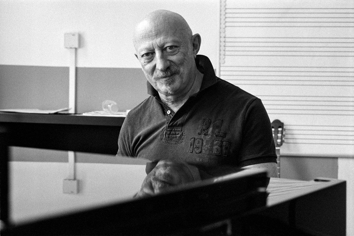 Boris Rosenthal ist 1957 in Lemberg (heute Lwiw), der Hauptstadt Ostgaliziens, geboren. Nach dem Zusammenbruch der Sowjetunion wanderte er 1990 mit Frau und Sohn nach Berlin ein.