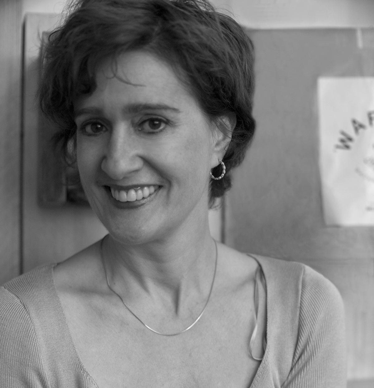 Geboren 1970 in Frankfurt am Main, ist Elisabeth Degen in Berlin aufgewachsen.