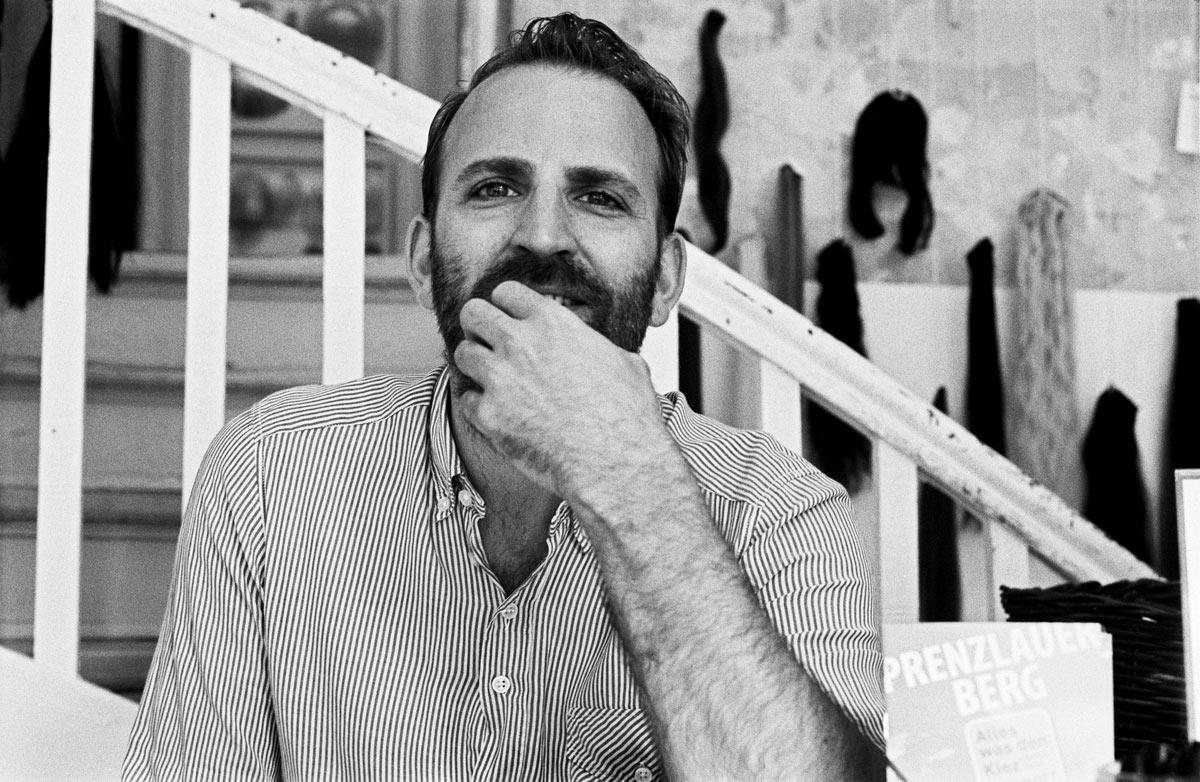 Marc Rieke ist 1979 in Braunschweig geboren und dort aufgewachsen.