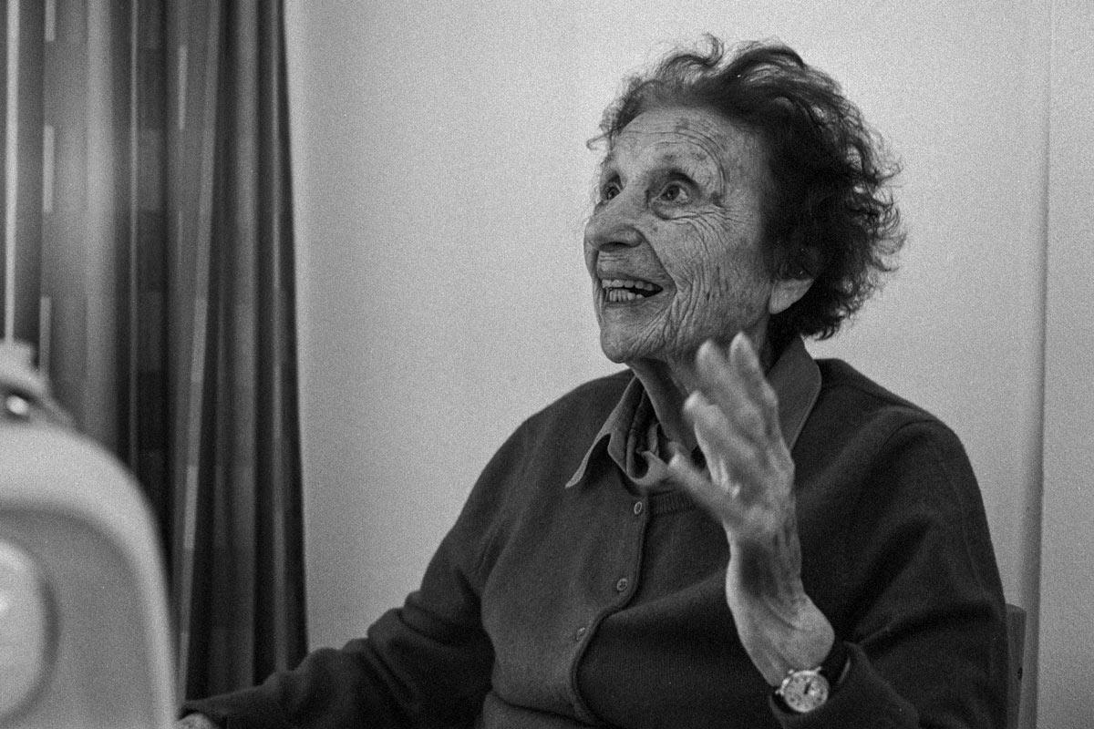 Sophie Templer-Kuh wurde in 1916 in Wien, Österreich als Tochter von Marianne Kuh, Schwester des berühmten Essayisten und Journalisten Anton Kuh, und dem Psychoanalytiker Otto Gross geboren.