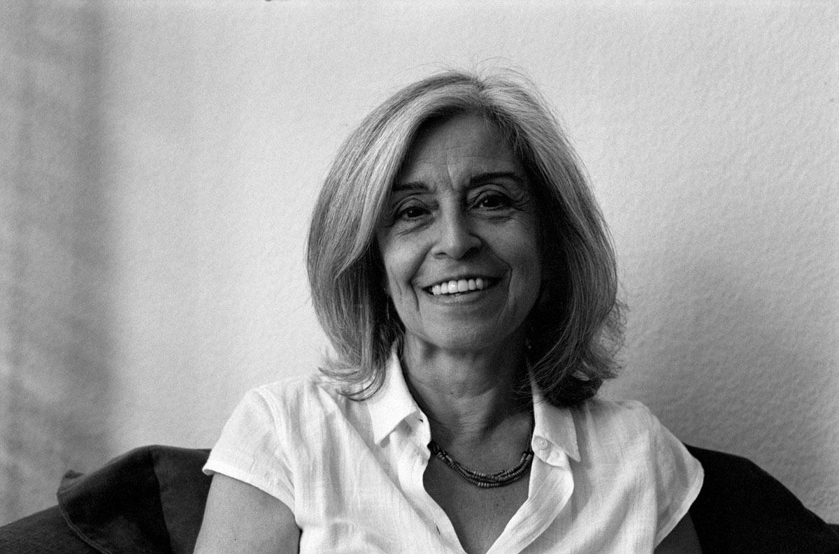 Vivet Alevi ist 1952 in Istanbul, Türkei, geboren und dort aufgewachsen.